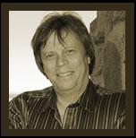 Krister Lundkvist har över 30 yrkesverksamma år som producent, kompositör, arrangör och musiker bakom sej. Han har i någon av dessa roller samarbetat med de ... - krister_1